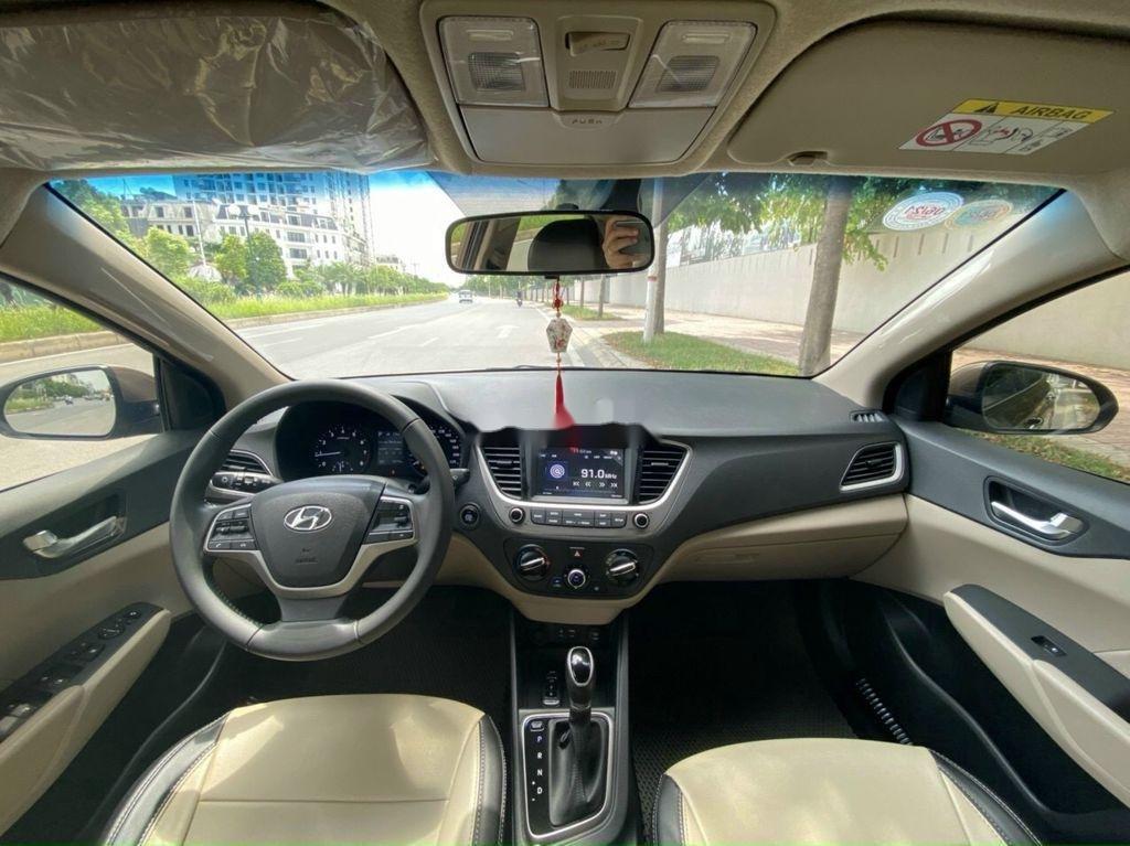 Cần bán lại xe Hyundai Accent 1.4 AT đời 2018, màu vàng cát (8)