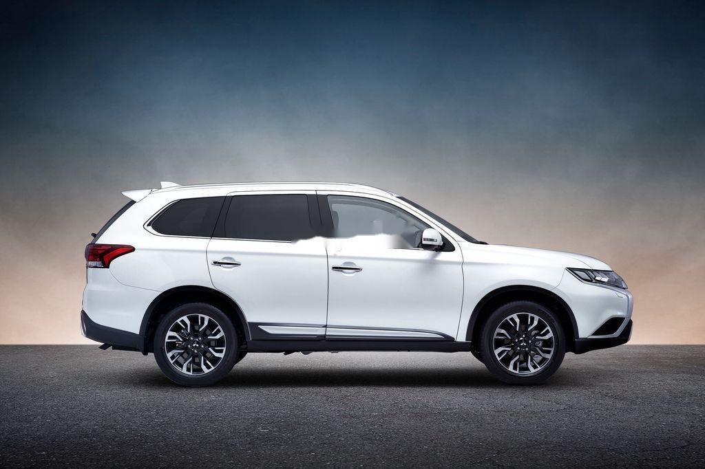 Cần bán xe Mitsubishi Outlander sản xuất năm 2020, màu trắng, 825 triệu (2)