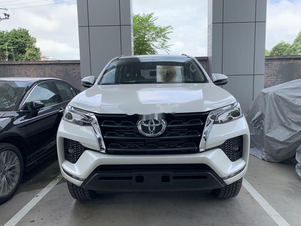 Cần bán xe Toyota Fortuner sản xuất 2020, màu trắng, giá tốt (1)