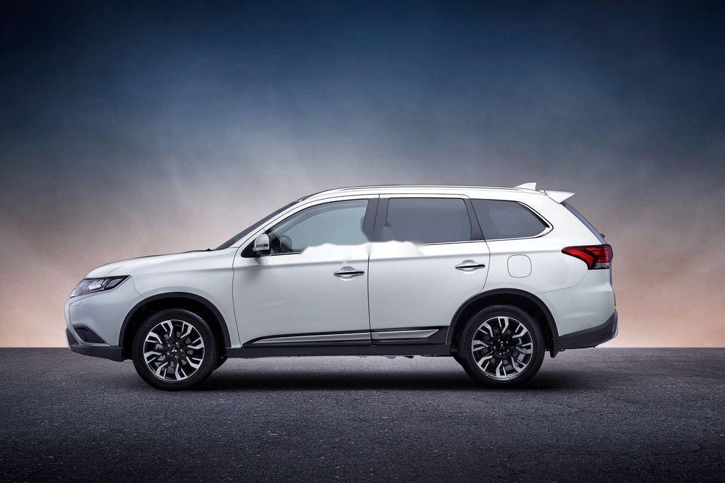 Cần bán xe Mitsubishi Outlander sản xuất năm 2020, màu trắng, 825 triệu (3)
