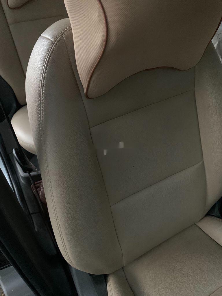Cần bán Ford Focus năm sản xuất 2010, màu bạc, 285 triệu (7)