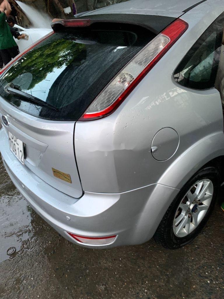 Cần bán Ford Focus năm sản xuất 2010, màu bạc, 285 triệu (6)
