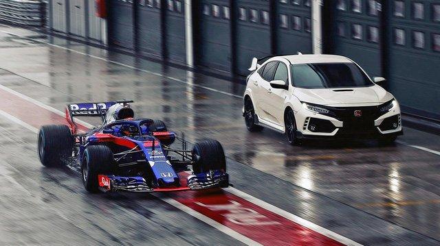 Các xe đua thường sử dụng động cơ xăng.