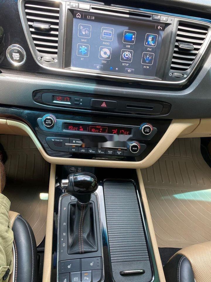 Bán xe Kia Sedona đời 2016, màu vàng, nhập khẩu (8)