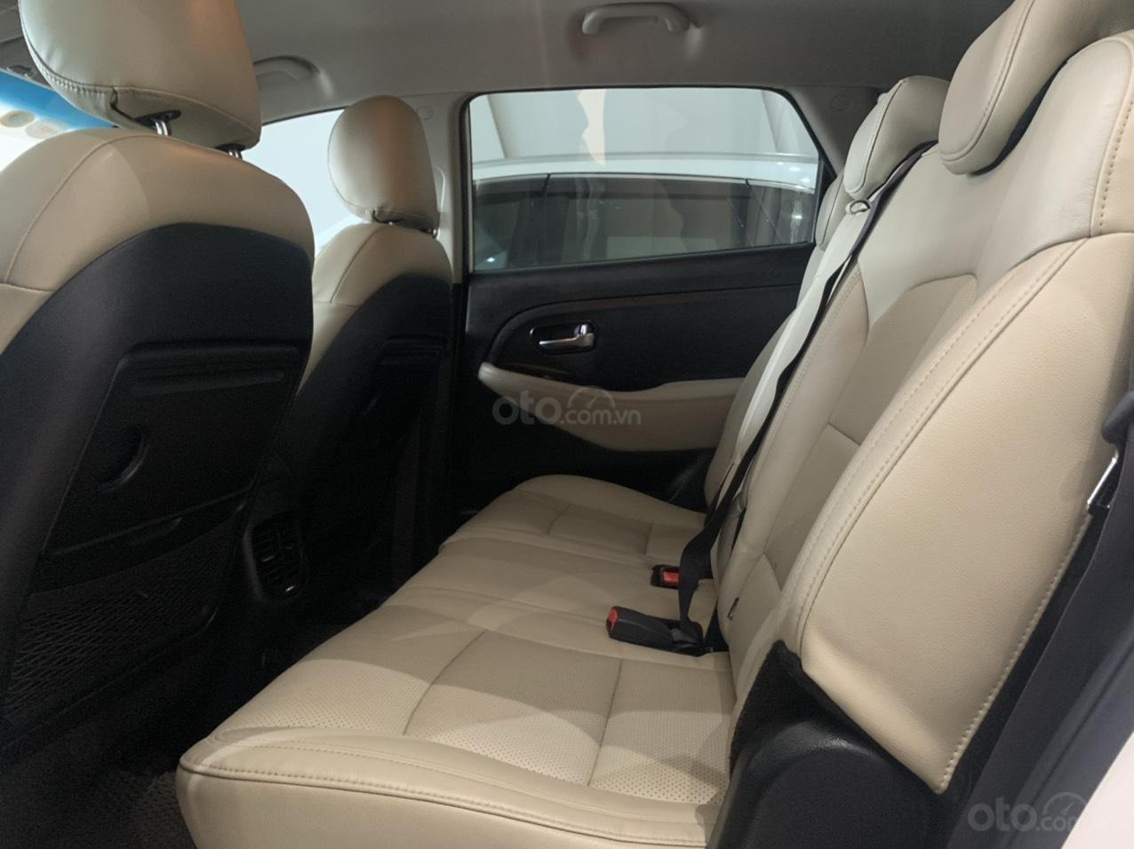 Bán xe Kia Rondo màu trắng xe đẹp, giá cả hợp lý (11)