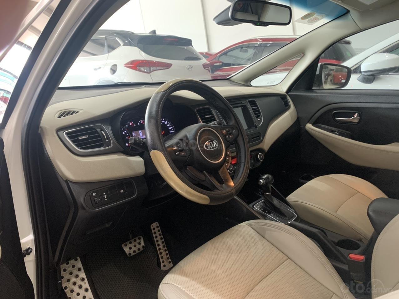 Bán xe Kia Rondo màu trắng xe đẹp, giá cả hợp lý (8)
