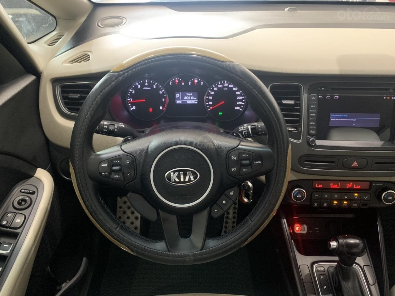 Bán xe Kia Rondo màu trắng xe đẹp, giá cả hợp lý (7)
