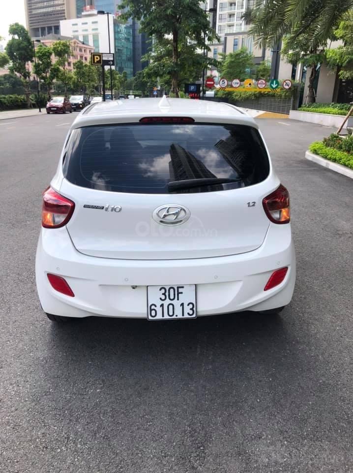 Cần bán gấp Hyundai Grand i10 năm 2016, màu trắng, nhập khẩu (4)