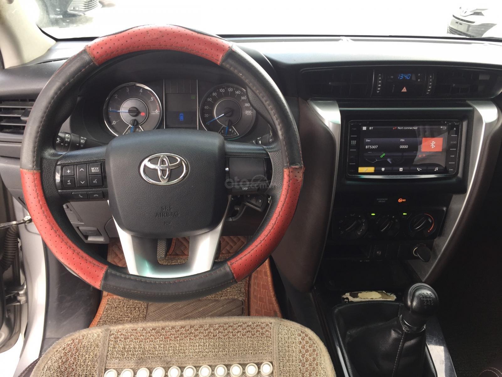 Thanh lý xe Toyota Fortuner 2.4G MT 2017, màu bạc xe đi được 79.000km - Xe chất giá tốt (11)