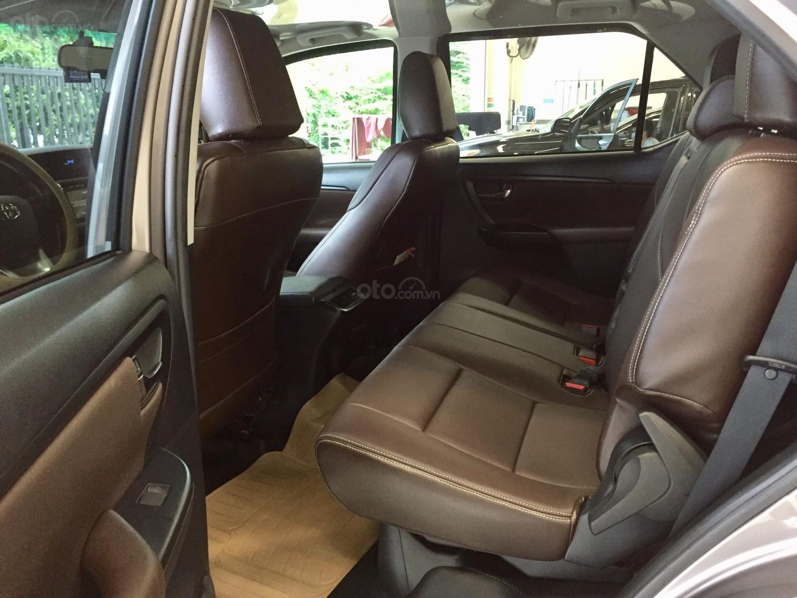 Thanh lý xe Toyota Fortuner 2.4G MT 2019, màu đồng, xe đi được đi 8.700km - xe chất giá tốt (9)