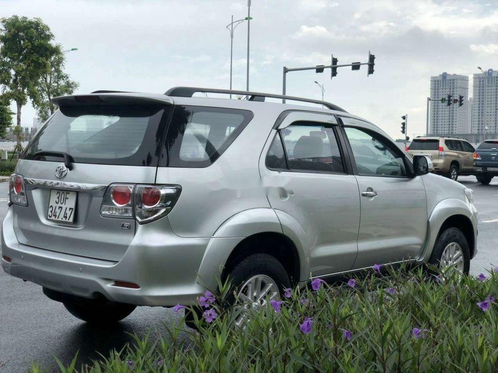 Cần bán gấp Toyota Fortuner đời 2014, màu bạc còn mới  (3)