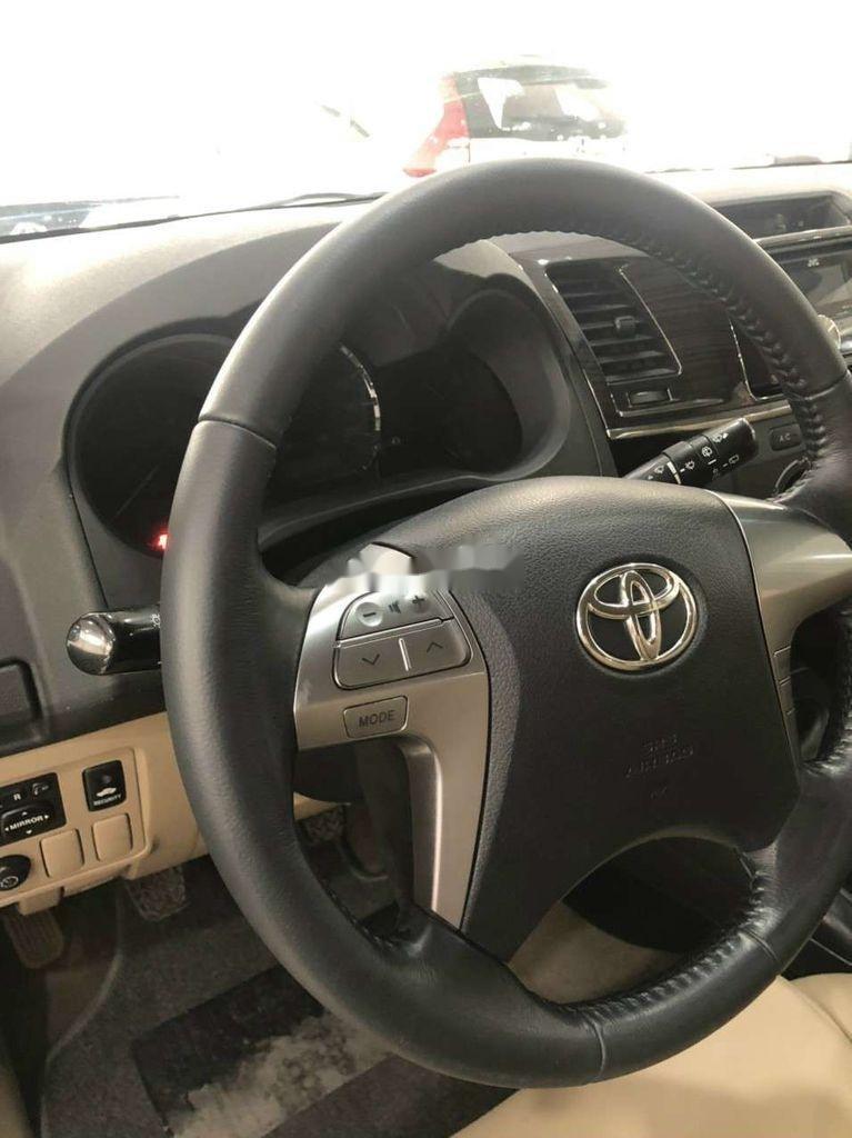 Cần bán gấp Toyota Fortuner đời 2014, màu bạc còn mới  (6)