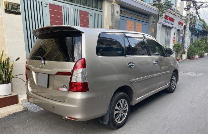 Bán ô tô Toyota Innova 2.0G năm sản xuất 2016, màu bạc xe gia đình (4)