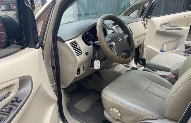 Bán ô tô Toyota Innova 2.0G năm sản xuất 2016, màu bạc xe gia đình (12)