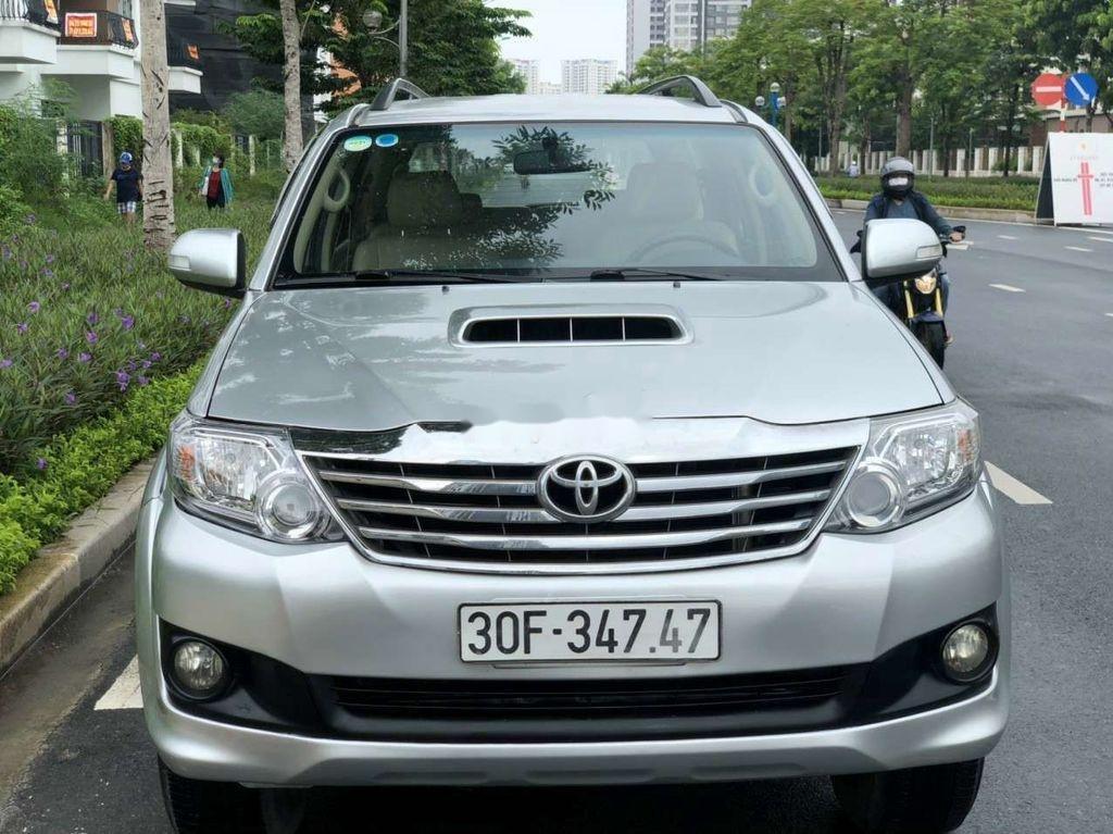 Cần bán gấp Toyota Fortuner đời 2014, màu bạc còn mới  (1)