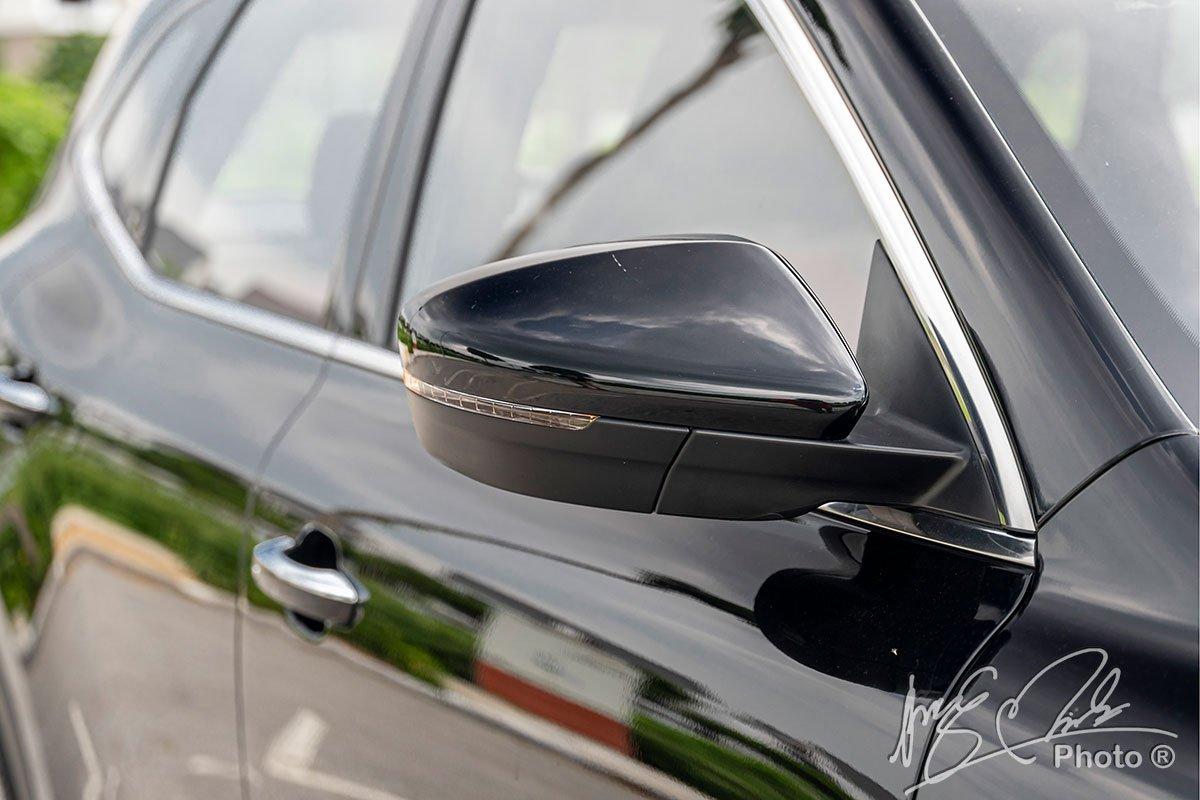 Gương chiếu hậu của MG HS tích hợp xi nhan LED.