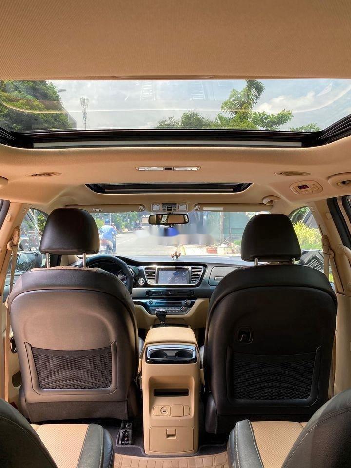 Bán xe Kia Sedona đời 2016, màu vàng, nhập khẩu (7)