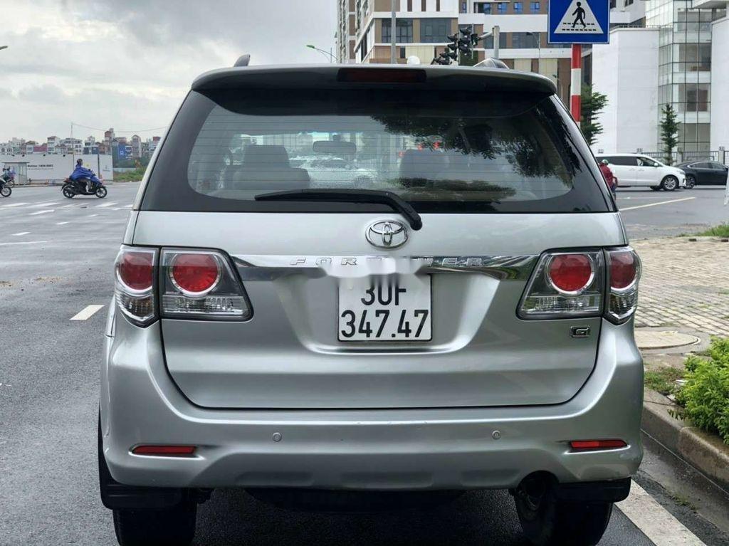 Cần bán gấp Toyota Fortuner đời 2014, màu bạc còn mới  (2)
