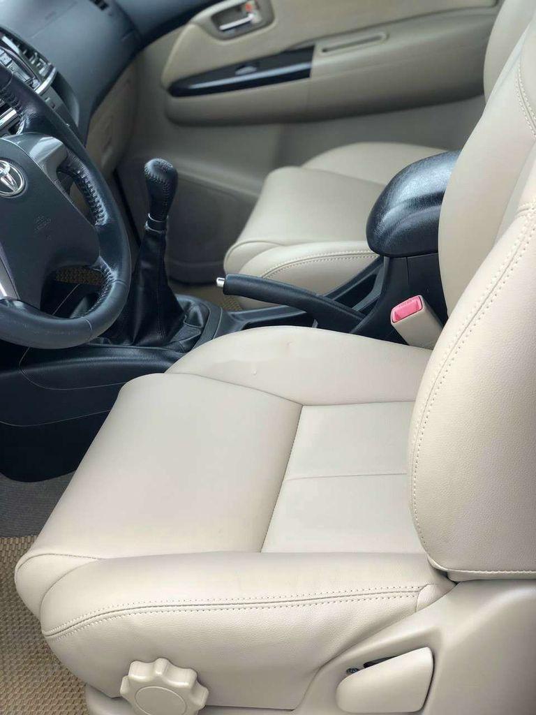 Cần bán gấp Toyota Fortuner đời 2014, màu bạc còn mới  (5)