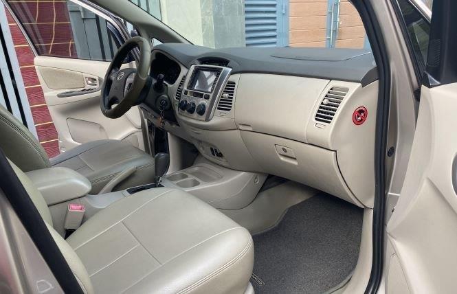 Bán ô tô Toyota Innova 2.0G năm sản xuất 2016, màu bạc xe gia đình (10)