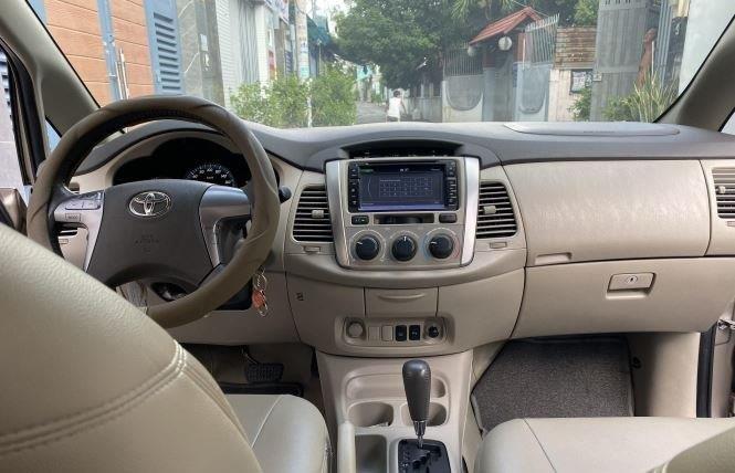 Bán ô tô Toyota Innova 2.0G năm sản xuất 2016, màu bạc xe gia đình (11)