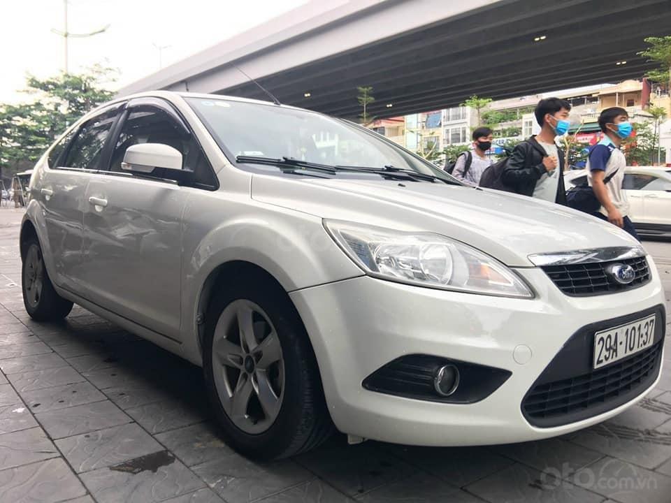 Cần bán gấp xe Focus 1.8AT sản xuất 2011 (1)