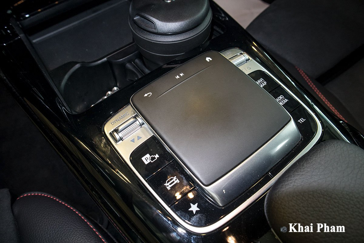 Ảnh Điều khiển xe Mercedes-Benz A35 AMG 2020
