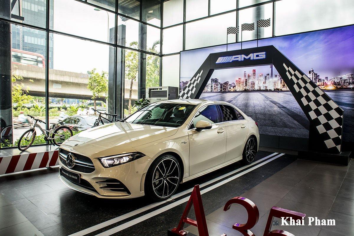 Ảnh Tổng quát trước xe Mercedes-Benz A35 AMG 2020