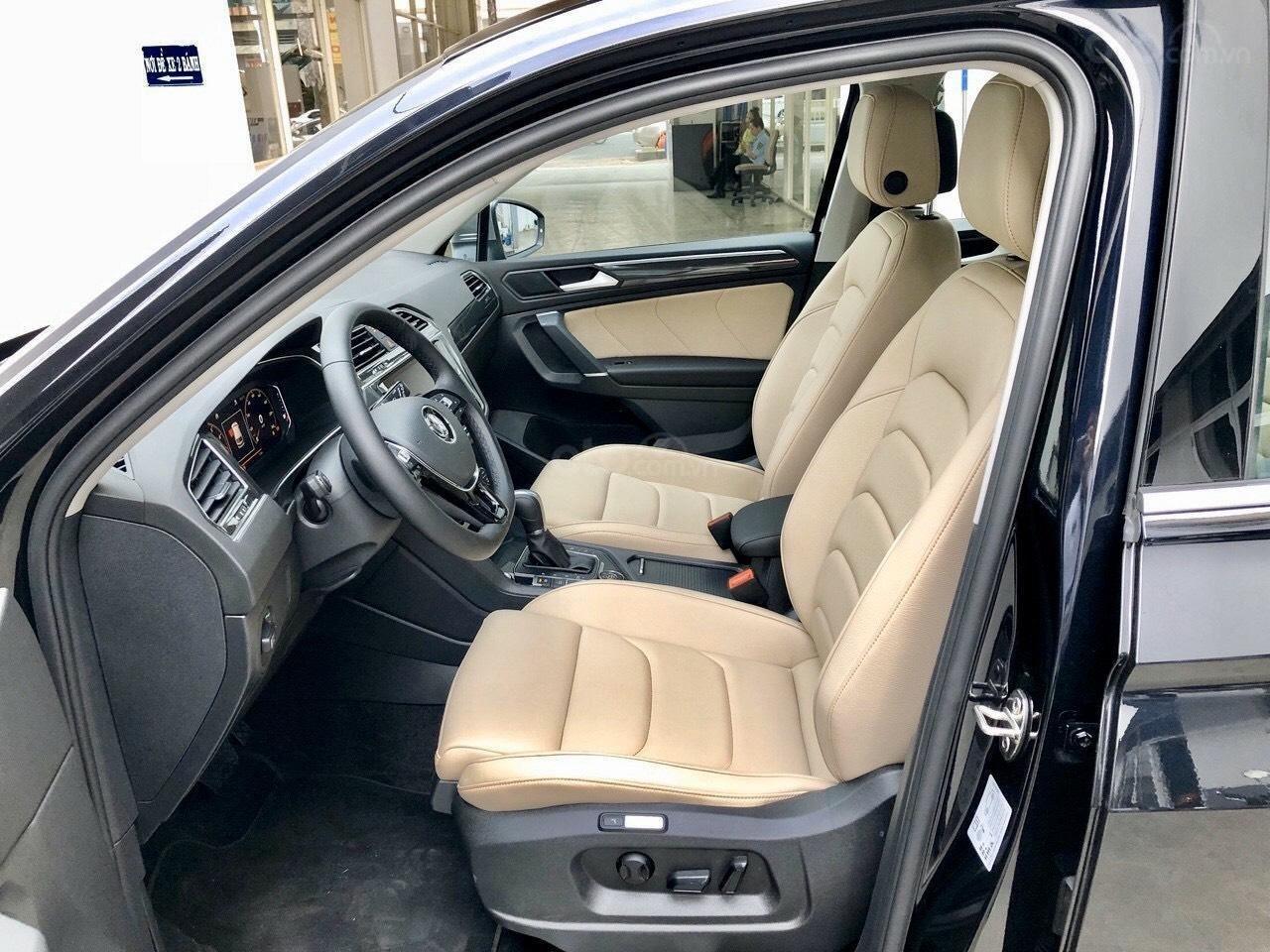 vw Tiguan Luxury ( Camera Lùi) Màu đen nội thất kem - 1 chiếc giao ngay - Khuyến mãi giảm giá tiền mặt + quà tặng (10)