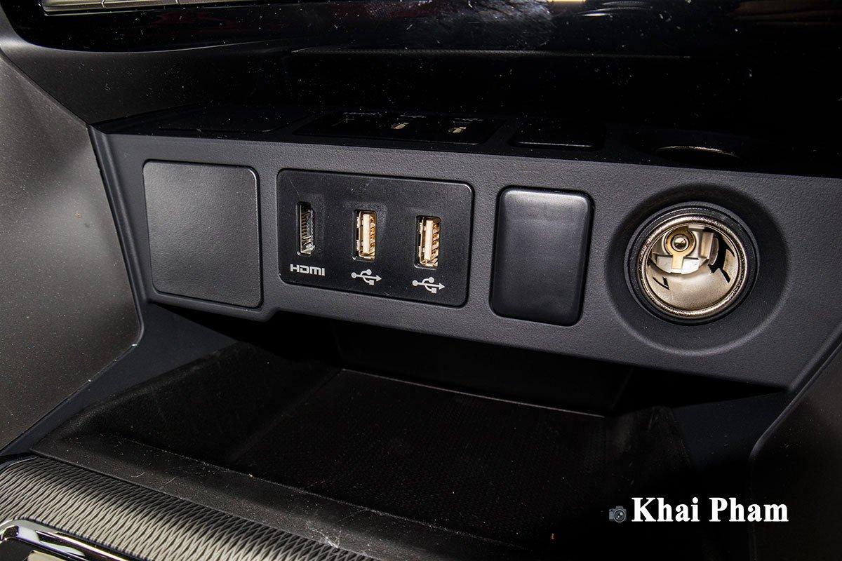 Ảnh Cổng USB xe Mitsubishi Pajero Sport 2020 a1
