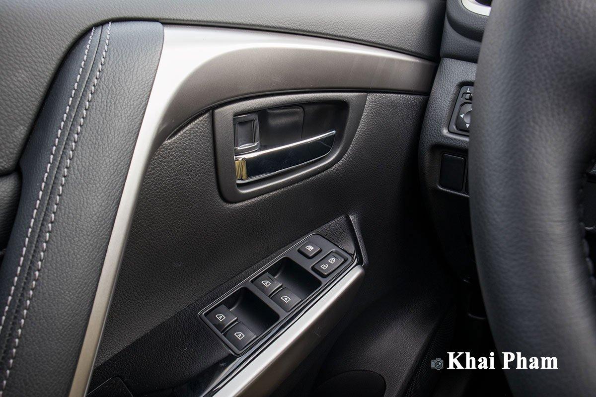 Ảnh Táp-li cửa xe Mitsubishi Pajero Sport 2020