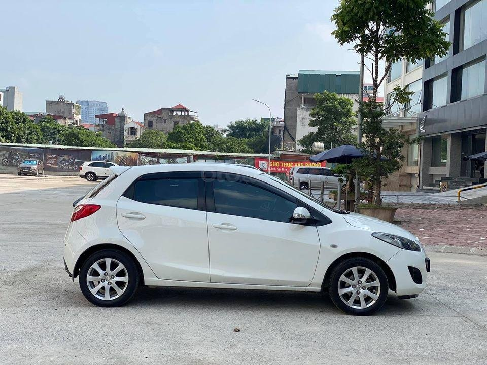 Cần bán xe Mazda 2S đời 2013, màu trắng (2)