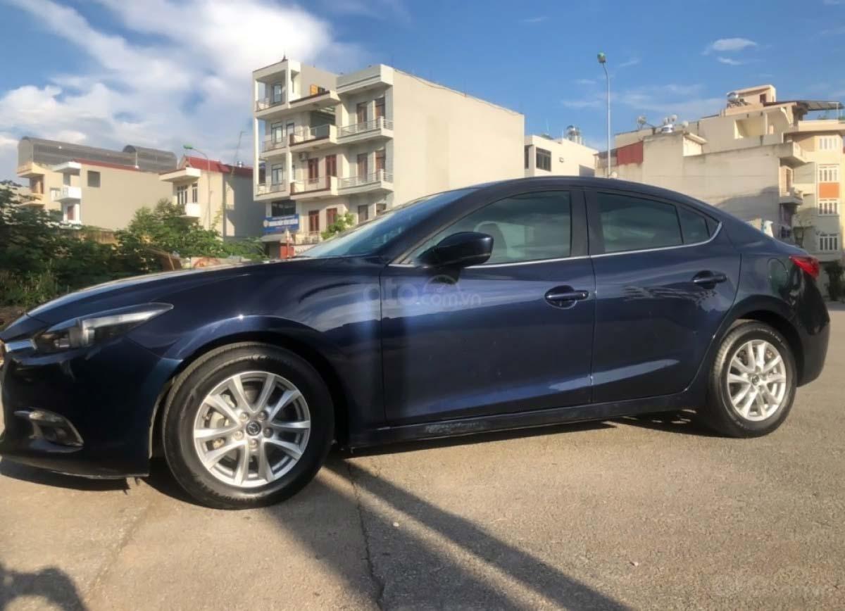 Bán gấp với giá ưu đãi nhất chiếc Mazda 3 1.5 AT đời 2017, màu xanh đen, xe giá thấp, động cơ ổn định (2)