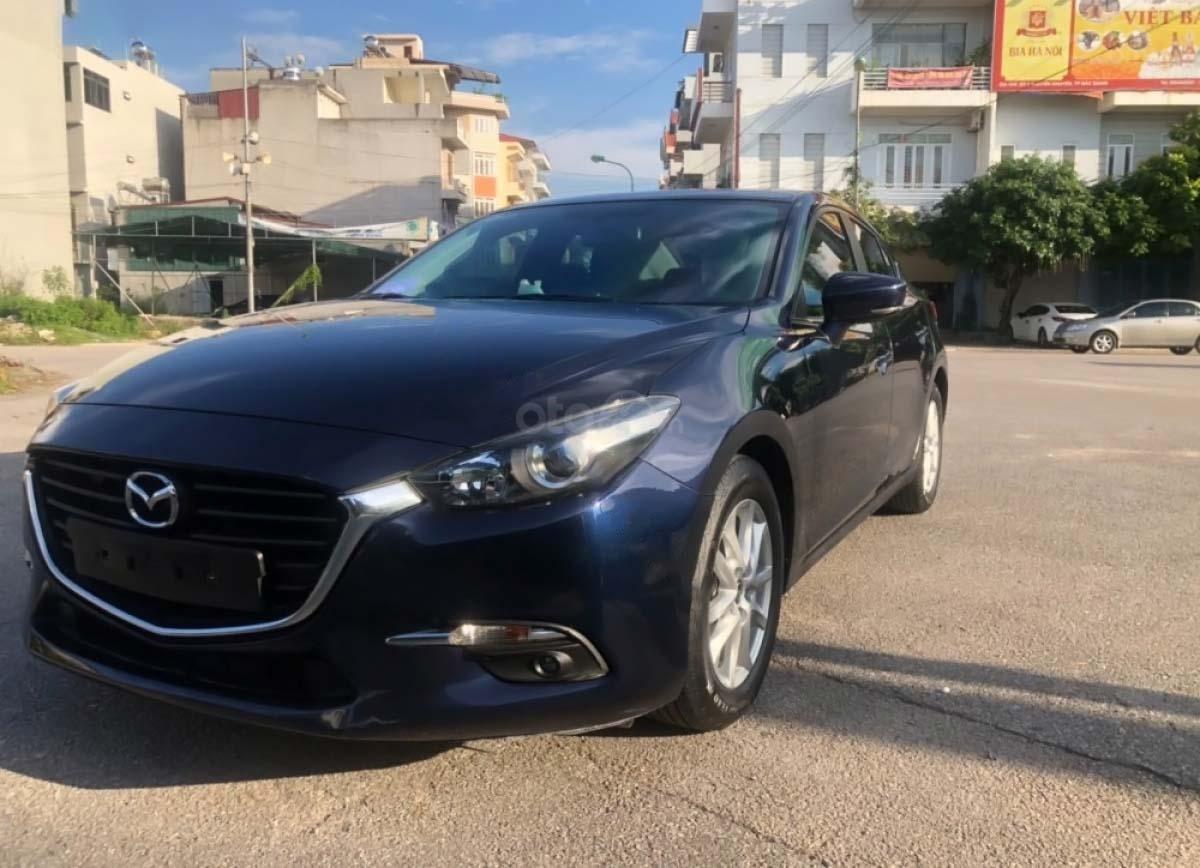 Bán gấp với giá ưu đãi nhất chiếc Mazda 3 1.5 AT đời 2017, màu xanh đen, xe giá thấp, động cơ ổn định (1)