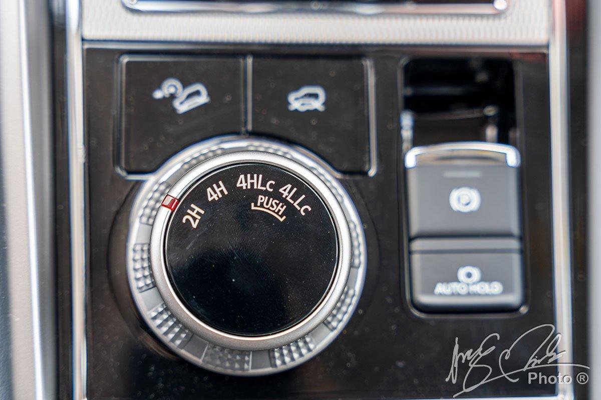 Chế độ dẫn động 4 bánh trên Mitsubishi Pajero Sport 2020.