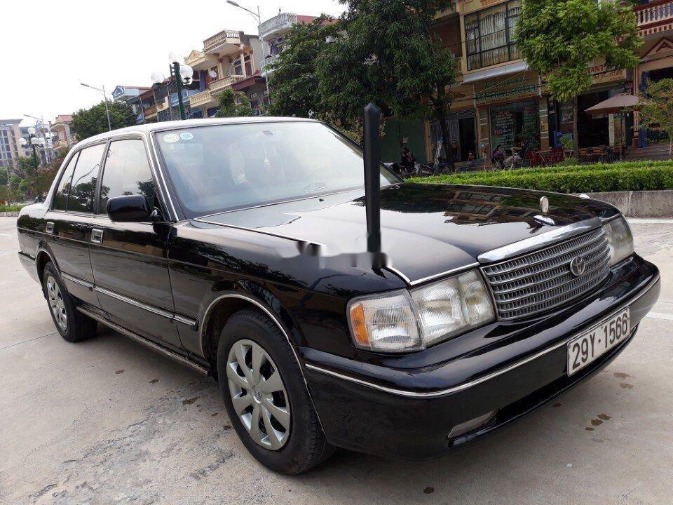 Bán Toyota Crown sản xuất năm 1994, màu đen, nhập khẩu nguyên chiếc chính chủ, giá tốt (1)