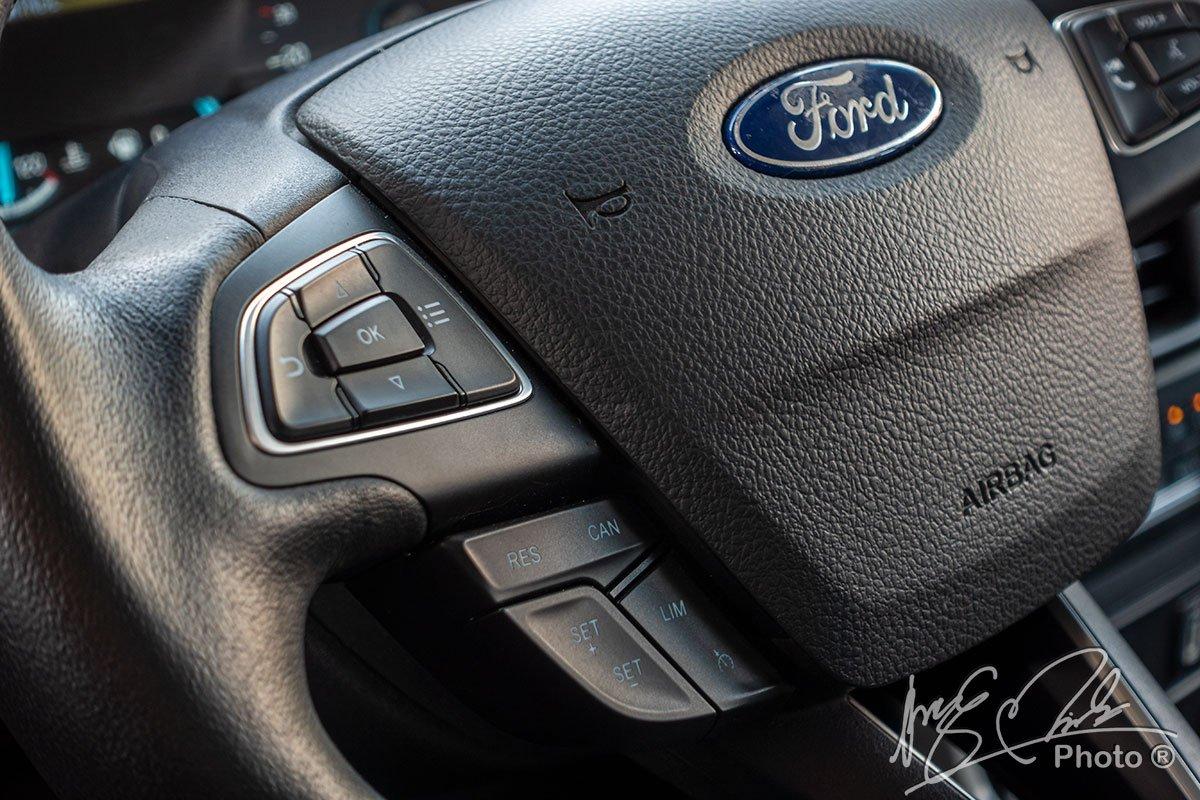 Kiểm soát hành trình và giới hạn tốc độ trên Ford EcoSport 2020.