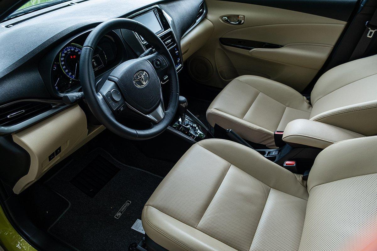 Nội thất bên trong Toyota Yaris.