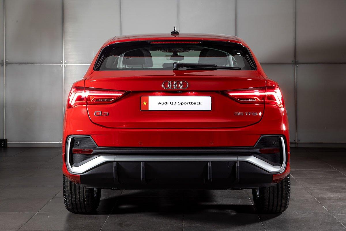 Cản sau của Audi Q3 Sportback được tinh chỉnh lại.