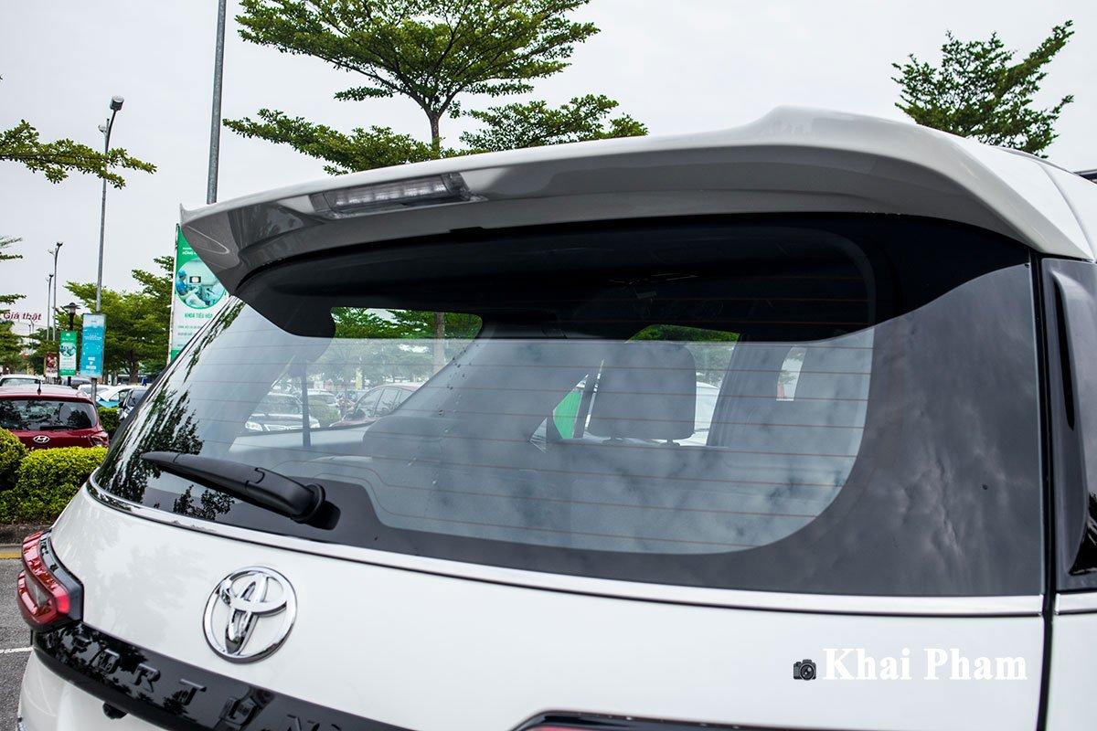 Ảnh Cánh gió xe Toyota Fortuner Legender 2020