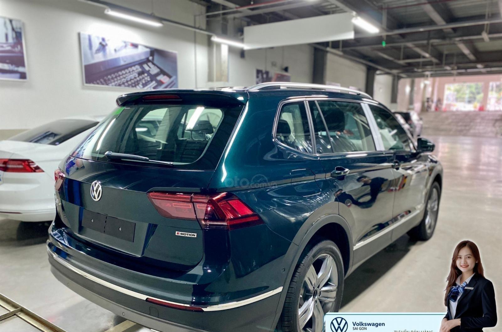 Volkswagen Tiguan Luxury màu xanh rêu số lượng ít - Xe Đức nhập khẩu nguyên chiếc - Giảm ngay 120 triệu (1)