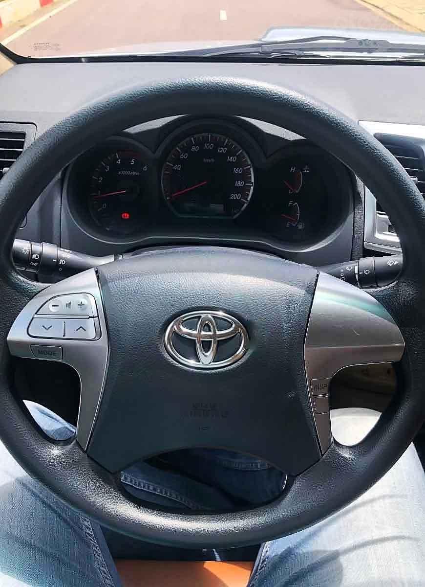 Cần bán gấp Toyota Hilux sản xuất 2014, màu bạc, nhập khẩu nguyên chiếc còn mới (3)