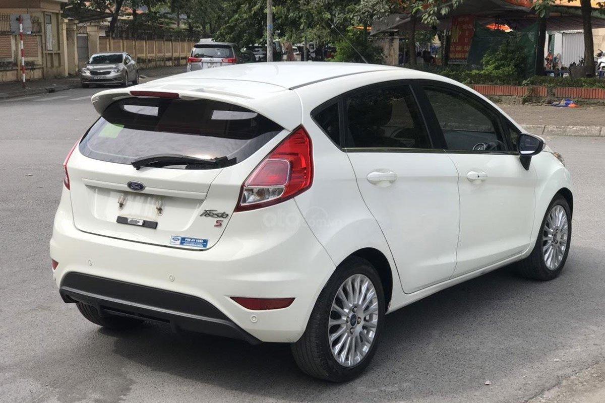 Thiết kế đuôi xe Ford Fiesta 2015 1