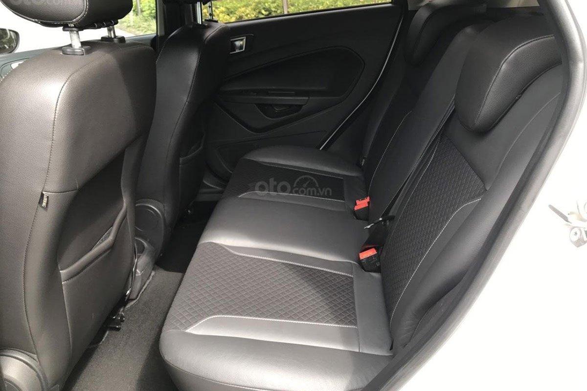 Không gian hàng ghế sau xe Ford Fiesta 2015 1