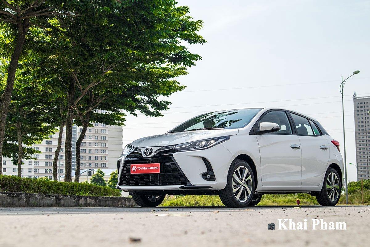 Ảnh chụp đầu xe thấp Toyota Yaris 2020
