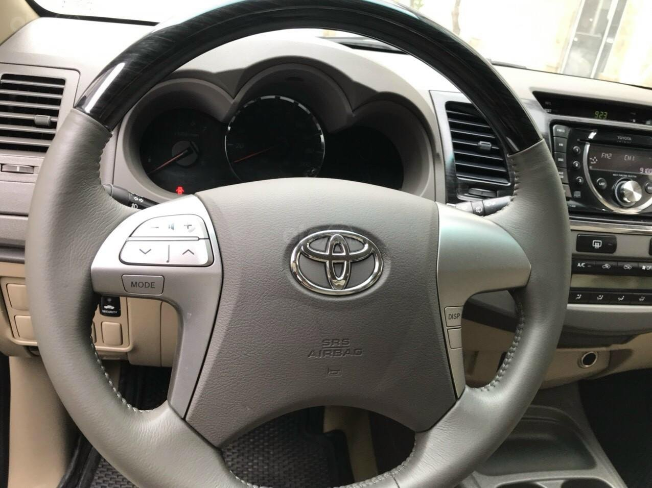 Bán xe Toyota Fortuner 2013, màu bạc (5)