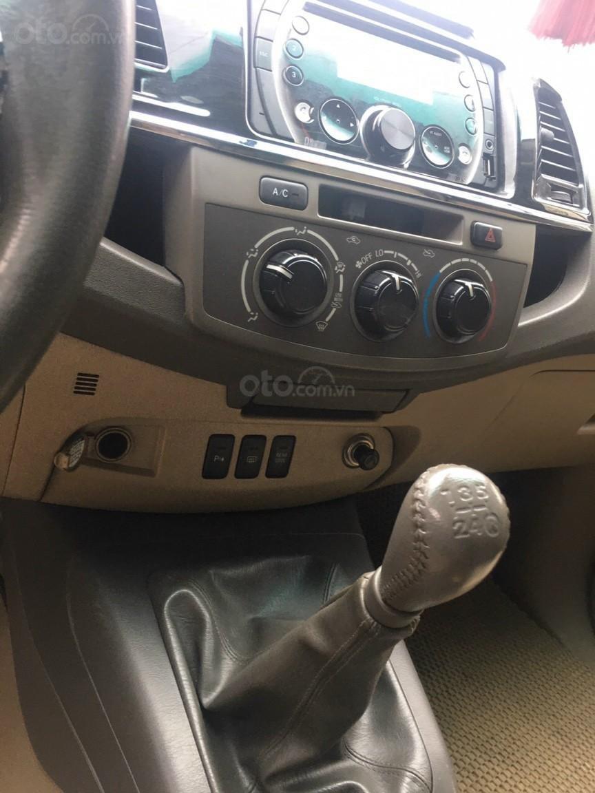 Bán xe Toyota Fortuner 2013, màu bạc (9)