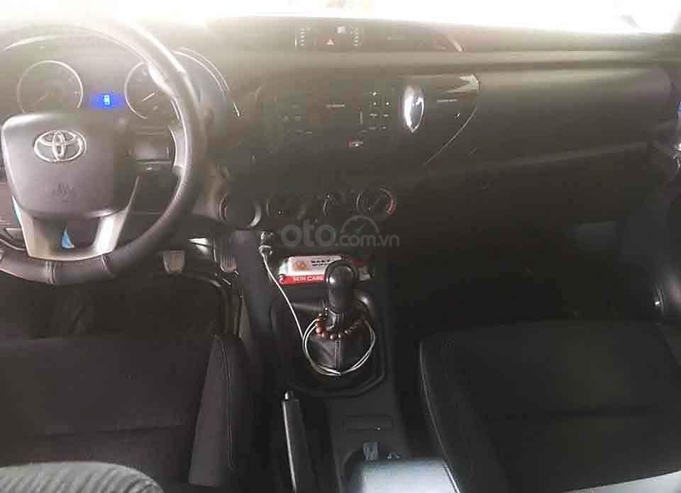 Bán ô tô Toyota Hilux MT 4x2 sản xuất năm 2016, màu đen, nhập khẩu, 485tr (4)