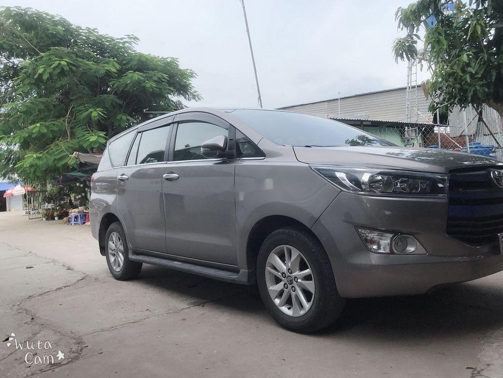 Cần bán xe Toyota Innova năm 2018 còn mới (2)