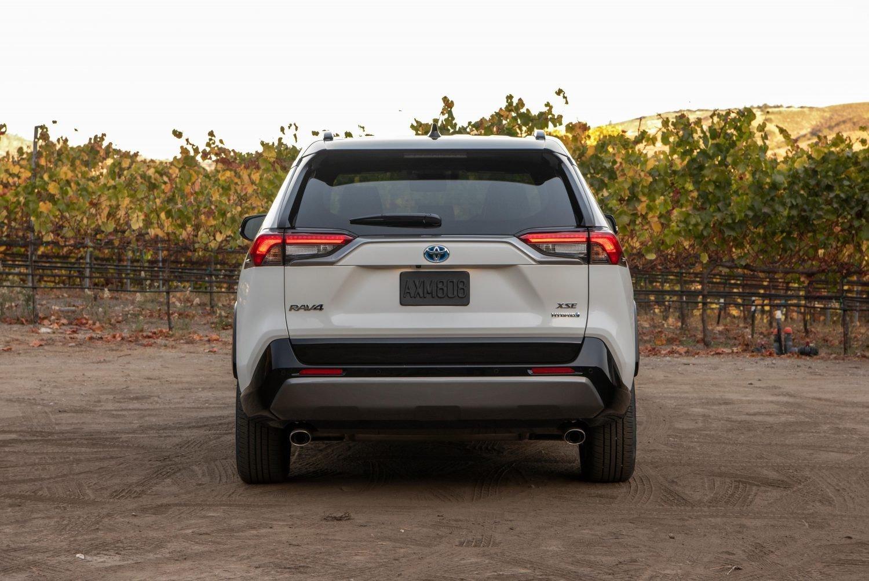 Toyota RAV4 2021 mới cực kỳ mạnh mẽ.